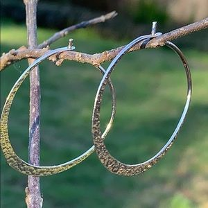 🎁🆕 NWT Hammered sterling silver hoops